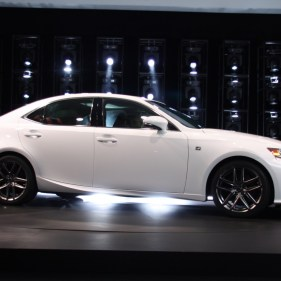 2014-lexus-is-detroit-2013---06