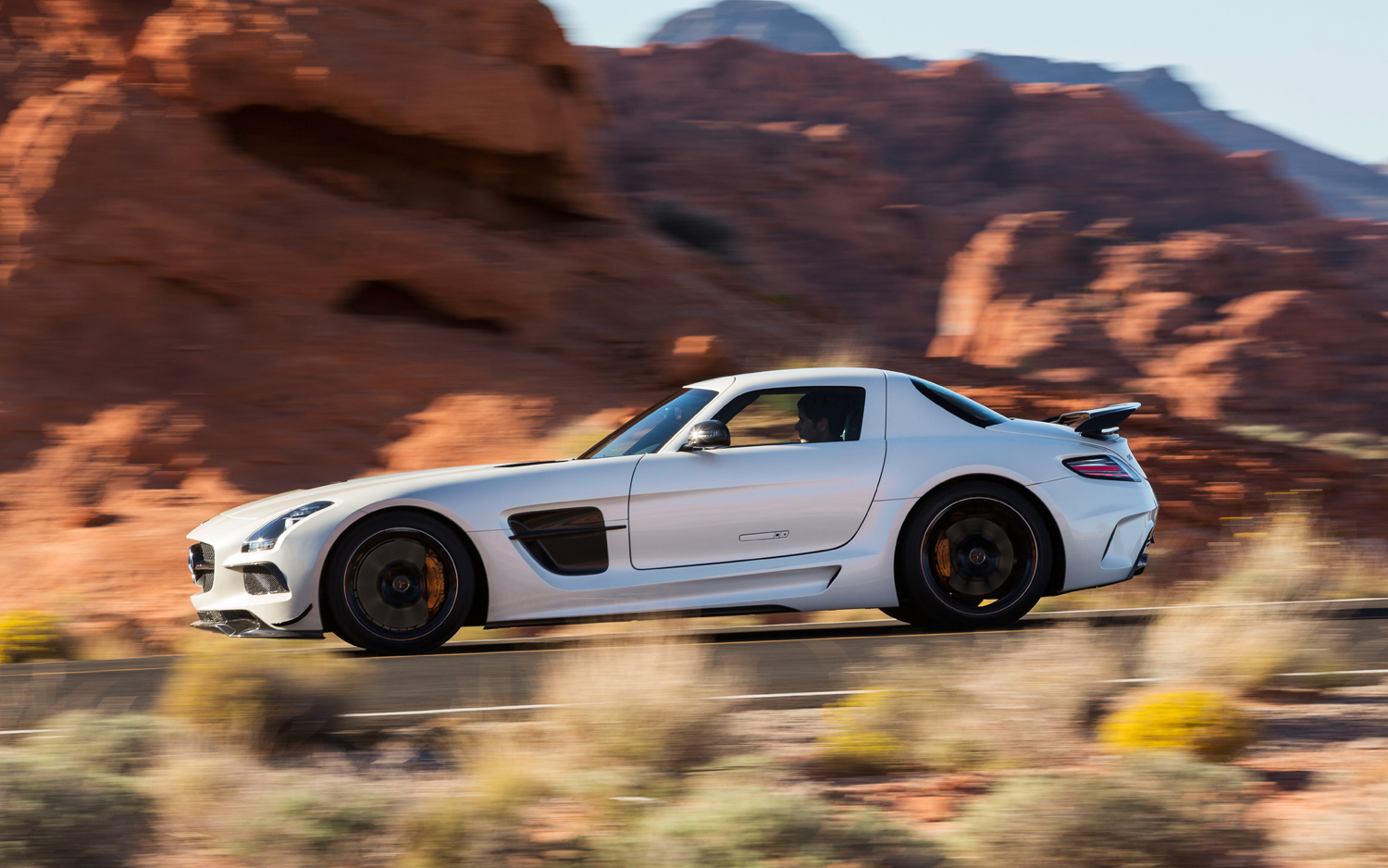 2014-Mercedes-Benz-SLS-AMG-Black-Series-side-in-motion-2