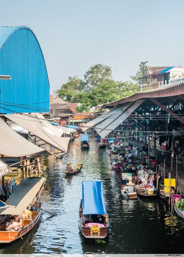 Shop in a boat at the Damnoen Saduak Floating Market