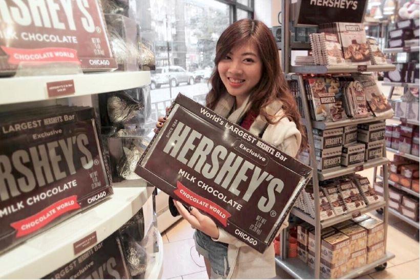 Giant Hershey's chocolate honestbee