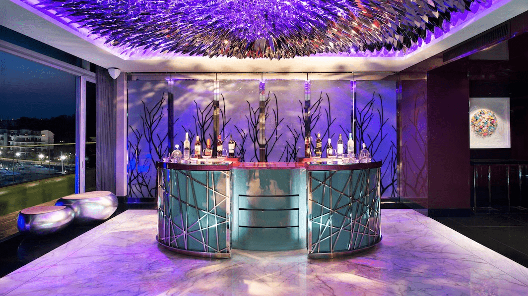 extreme wow suite cocktail bar