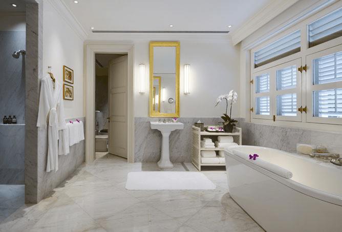 colonial manor bathroom