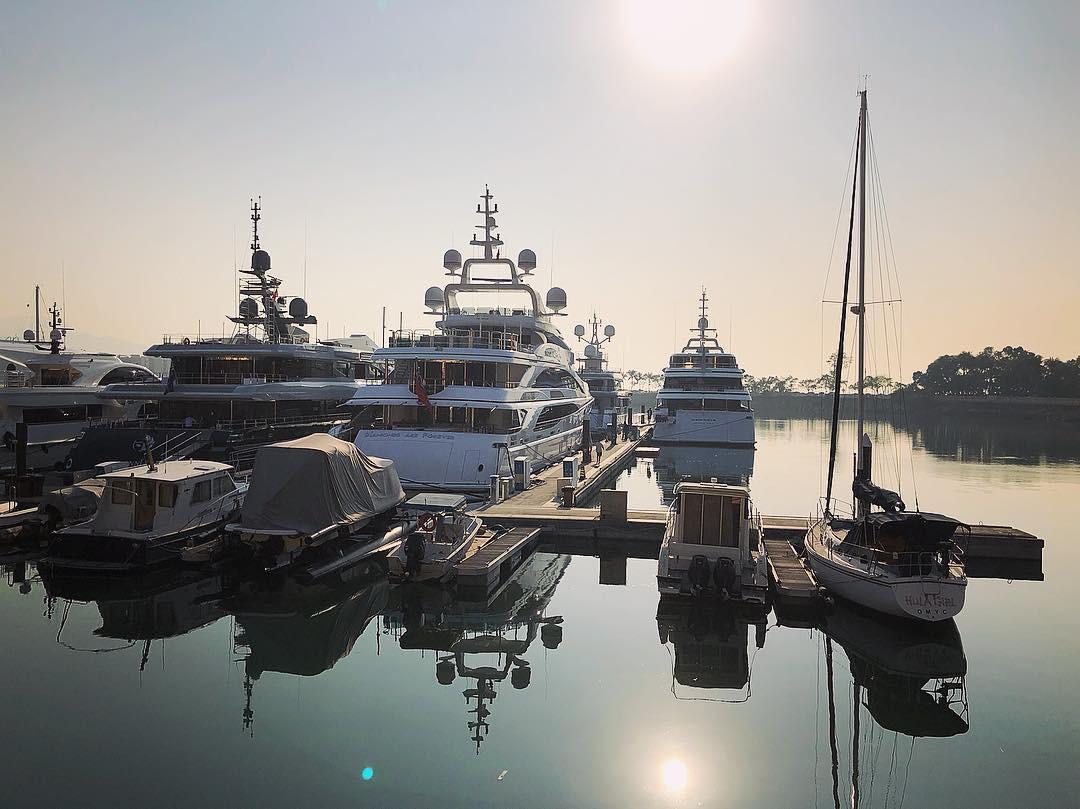 yacht in australia gold coast