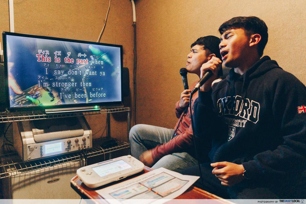 Karaoke bar - singing karaoke