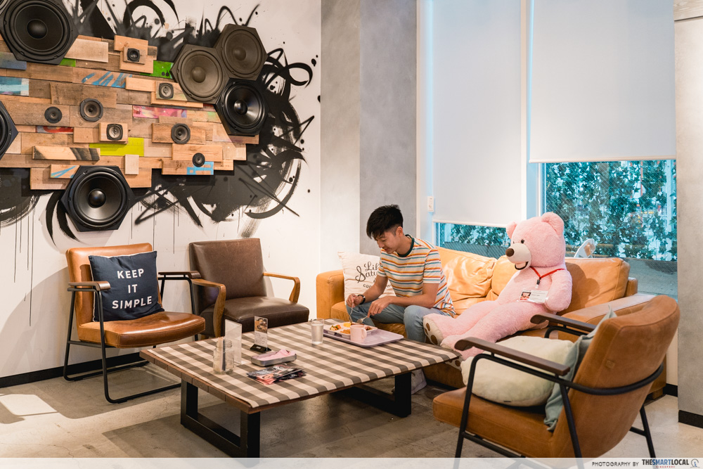 moxy hotel seating area