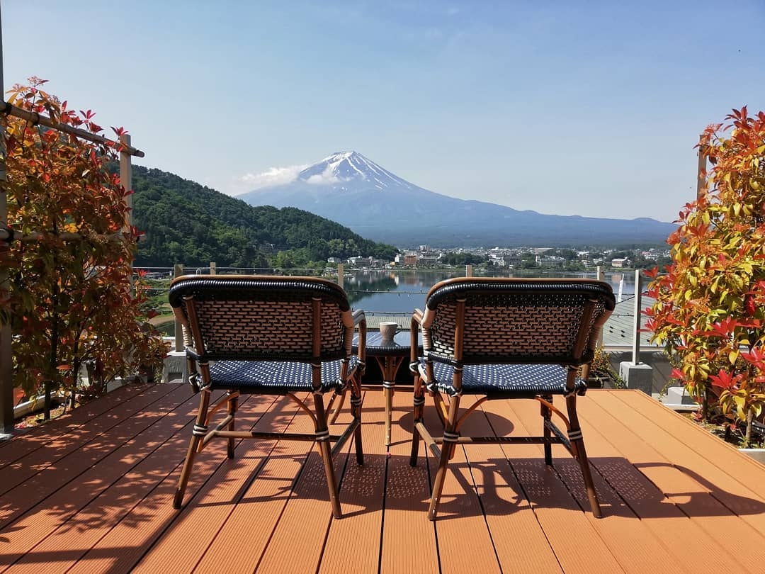10 Hotels In Japan With Views Of Mount Fuji That Look Straight Out Of A Postcard mizno balcony
