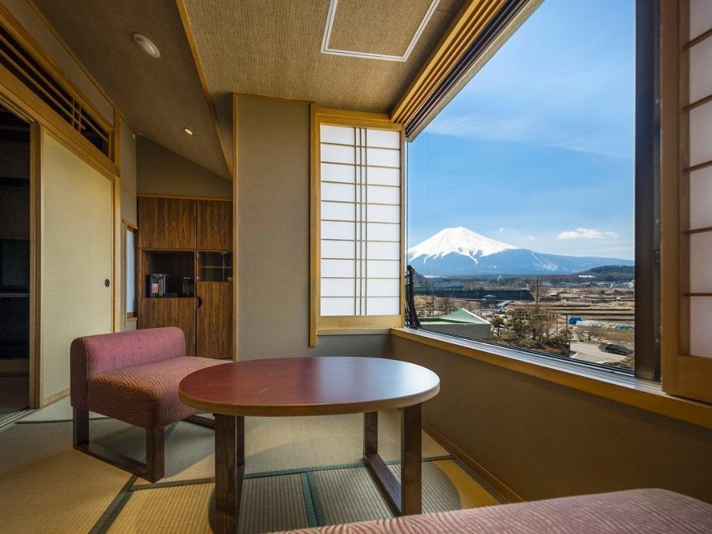 10 Hotels In Japan With Views Of Mount Fuji That Look Straight Out Of A Postcard fujisan hotel view