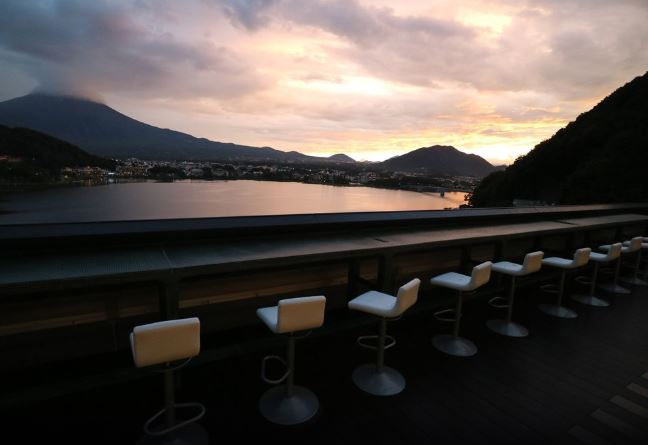 10 Hotels In Japan With Views Of Mount Fuji That Look Straight Out Of A Postcard mizno hotel bar