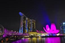 Singapore_Marina Bay Sands Museum and Bridge