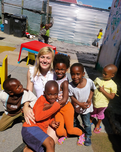 Nikki from The Smiling Food Journal with small group of children