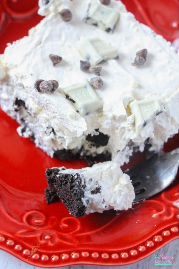 Rich, creamy & absolutely dripping with chocolate...this luscious no-bake Cookies & Cream White Chocolate Lasagna is the dessert dreams are made of!