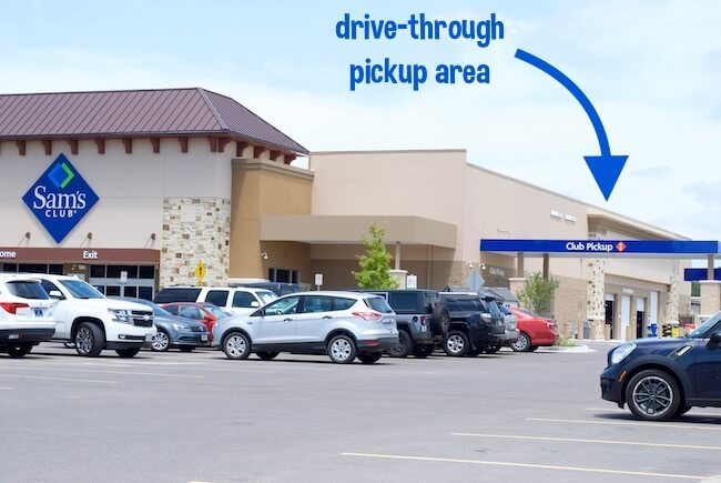 Drive through grocery shopping isn't just a dream anymore with Club Pickup from Sam's Club! How to use this free service to make your life SO much easier.