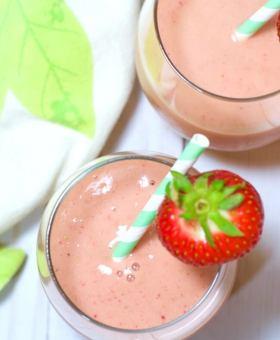 "Strawberry ""Superfood"" Collagen Boosting Smoothie"