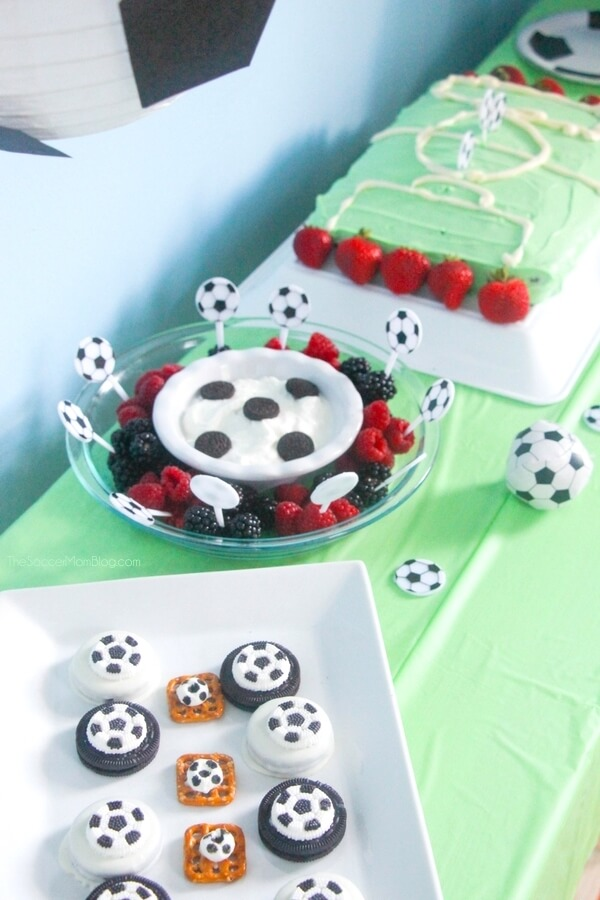 Celebrate your little fútbol star with this easy and thrifty soccer birthday party! (Food, supplies, and party favors for $50 or less!)