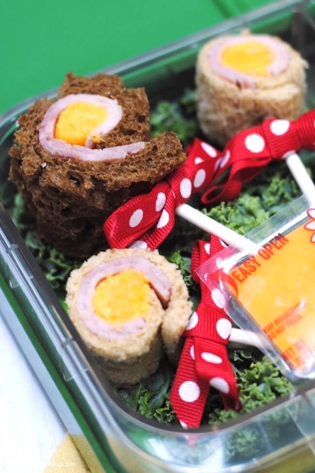 "Sandwich lollipops put a special spin on the ""usual"" school lunch! Easy and nutritious - ready in 5 minutes"