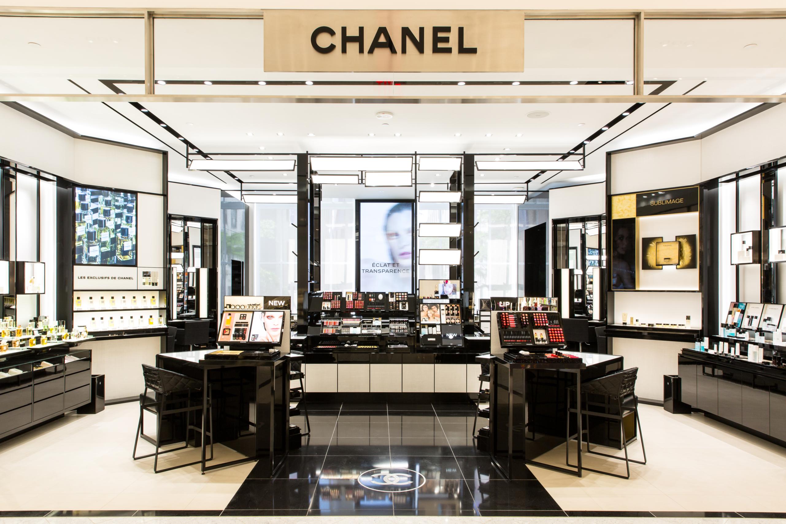 saks fifth avenue enhances the way customers shop for beauty