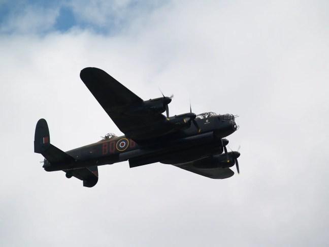 bomber-429985_1920