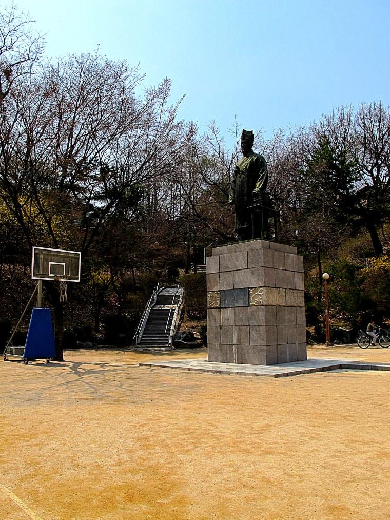 Sajik Park Hoops and Statue