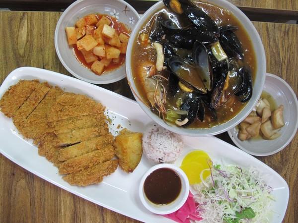 Jeju, Korea: Shin-seon Restaurant, Seafood Nurungji soup