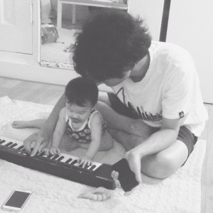 Father & Daughter play keyboard