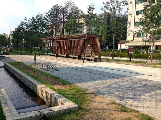 Yeonnam-dong, Seoul, Korea: Gyeongui Line Forest Park
