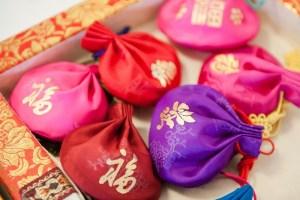 Kumbakyeon: gilded pouches, Bukchon, Seoul, Korea