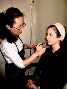 Korean Traditional Wedding: American bride getting ready