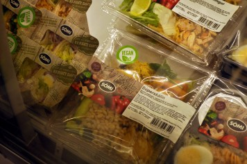 Vegan Salads and Wraps, Kronan, Kopavogur © Jessica Gatfield