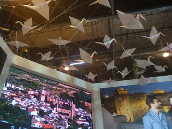 Fotografía envíada por Pilar Fuentes desde FITUR... Grullas de Minimum Origami