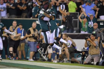 Eagles Celebrate Super Bowl with Win Over Falcons on Opening Night