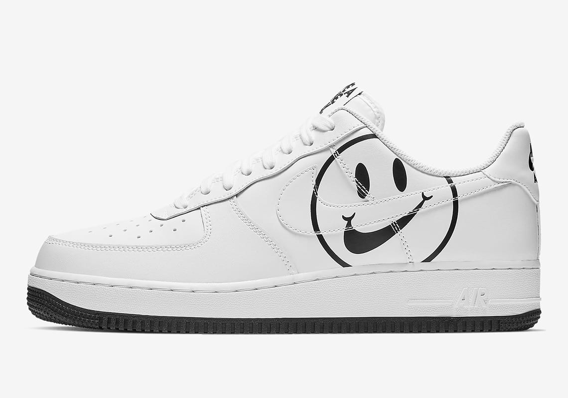 fa276ccd74be3e The AF1 colorways in this roundup include one classic white option and a  slightly more colorful pale pink iteration. Both utilize smiley face motifs  that ...