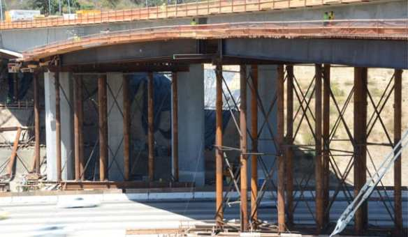 Construction crews will place falsework on the Southbound I-405 this weekend.