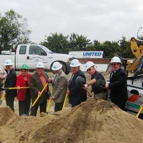 Metro Director DuBois, Metro CEO Art Leahy (green hats) join Caltrans and other officials at groundbreaking.