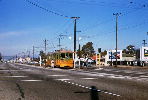 005 - Old - LATL 5 Line Car 1402 Southbound On Crenshaw Bl. At 60th St. 19541215 (2)