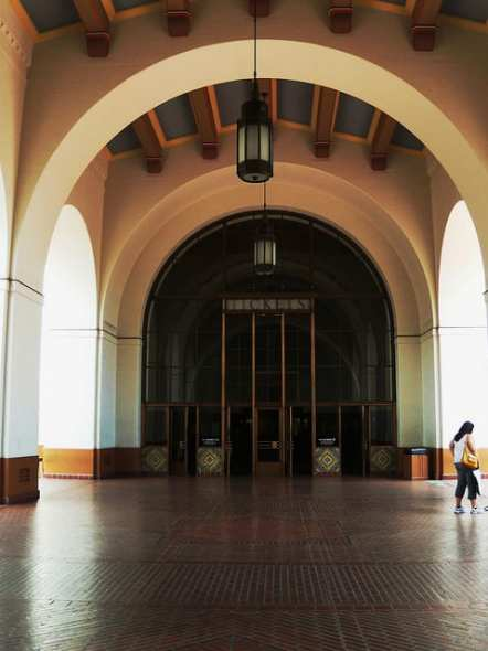 Union Station South Breezeway entrance. Photo: Metro Transportation Library and Archive Flickr