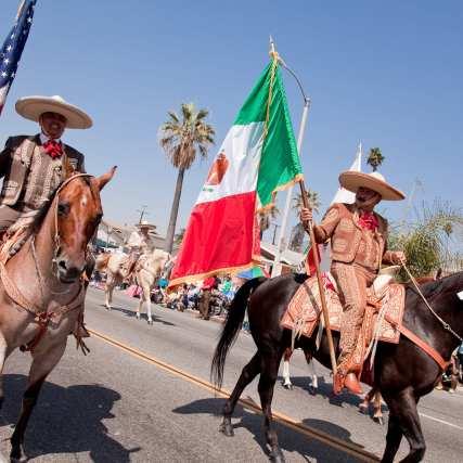 images via El Comite Mexicano Civico Patriotico