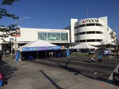 Supervisor Mark Ridley-Thomas visted Metro's sponsored pavilion where merchants along the Crenshaw/LAX light rail construction particpated. Photos Jose Ubaldo/Metro)
