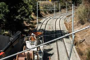 Work on the overhead wires on the tracks between the Santa Monica Freeway undercrossing and Overland Avenue this fall in West L.A. Photo: Expo Line Construction Authority.