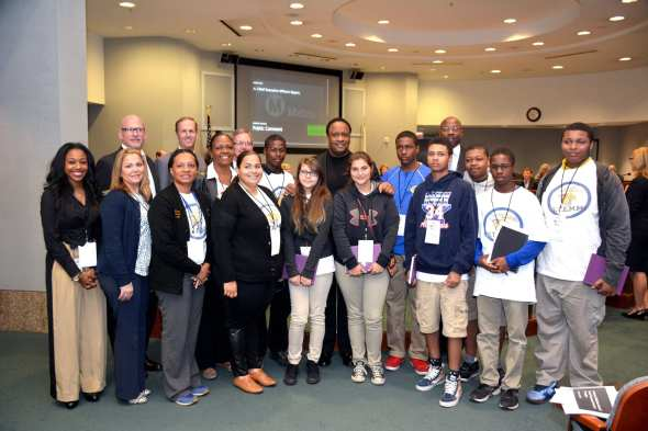 Students from Inglewood seeing government in action. Photo: Luis Inzunza/Metro