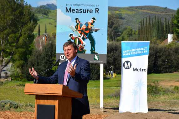 Metro Board Member Ara Najarian speaks at this morning's groundbreaking. (Photos by Joseph Lemon/Metro)