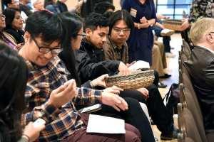 Community members at the El Monte meeting last week. Photo by Luis Inzunza/Metro.