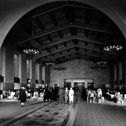 Union Station main concourse, 1939. Photo courtesy of LAPL.