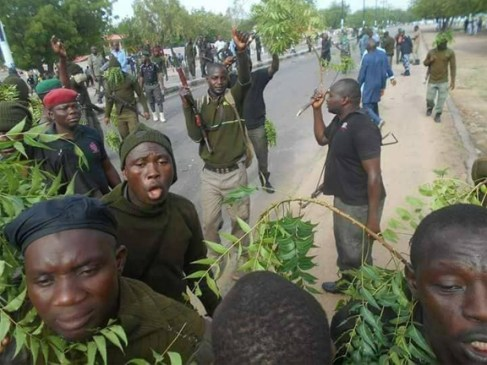 Police Mobile Force personnel in Maiduguri protesting non-payment of their allowances.