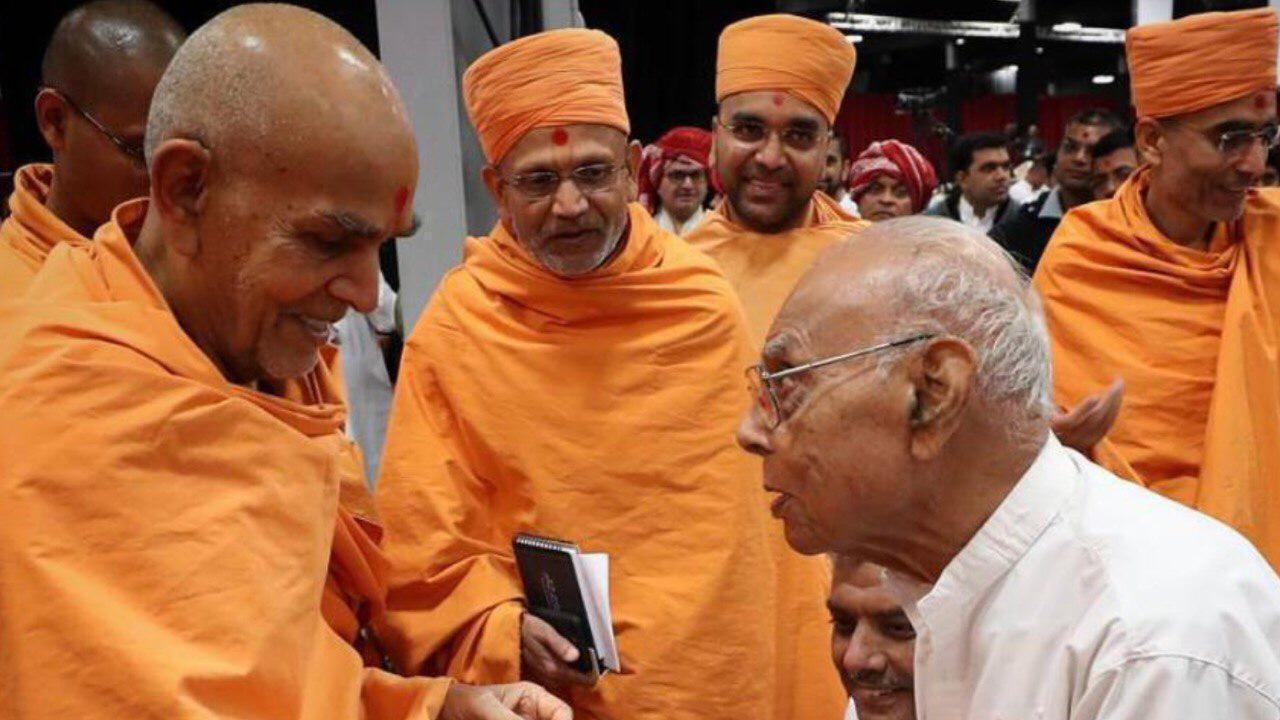 Pratapbhai Raval with Pramukh Swami Maharaj
