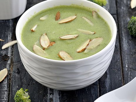 brocolli almond soup