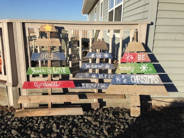 pallet christmas trees, wood trees, christmas decorations