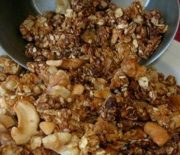 MAKE YOUR OWN YUMMY HOMEMADE GRANOLA