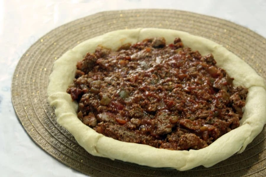 6 ingredient taco pie: a yummy recipe that is fast and easy to make! You likely already have the ingredients in your fridge. | via The Spirited Violet