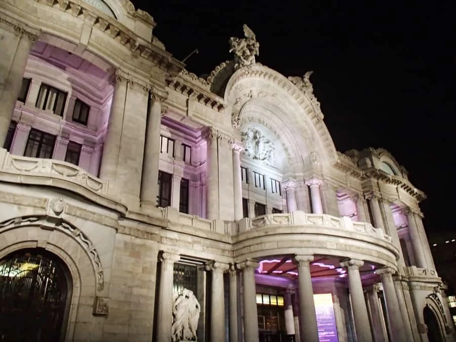 The outside of the Palacio de Bellas Artes in Mexico City, Mexico. We saw the Ballet Folklórico de Mexico perform and it was definitely something to remember! | via The Spirited Violet