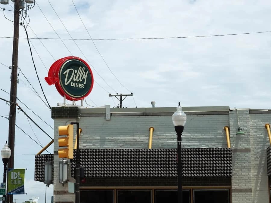 Dilly Diner in the Blue Dome District in Tulsa, Oklahoma is a must visit- so yummy! | via The Spirited Violet